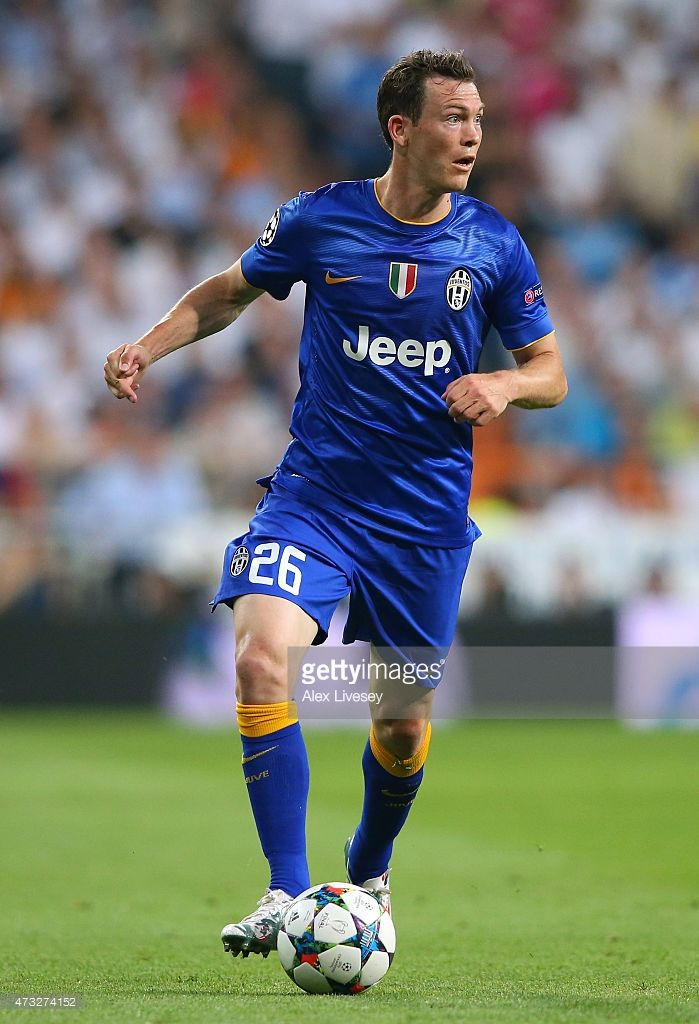 Stephan Lichtsteiner Of Juventus Runs With The Ball During The Uefa Champions League Semi Final Second Leg Match Between Real Champions League Semi Finals Uefa Champions League Football Players