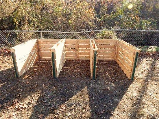tammy sends in her diy wood pallet compost bin and pallet sign photos kompost paletten garten. Black Bedroom Furniture Sets. Home Design Ideas
