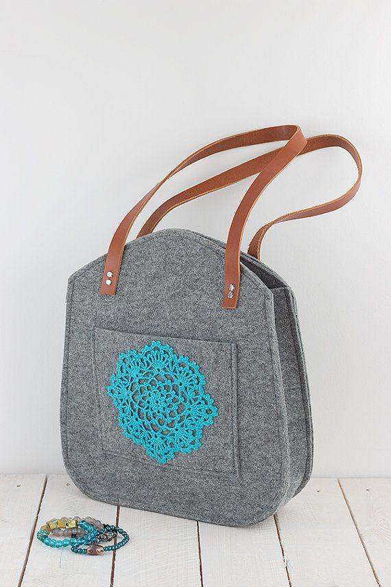 Grey voelde tote tas, met turquoise, teal haak applique, voor winkelen voorjaar tas, lederen handgrepen, tote tas, tote voelde, handtas #felting