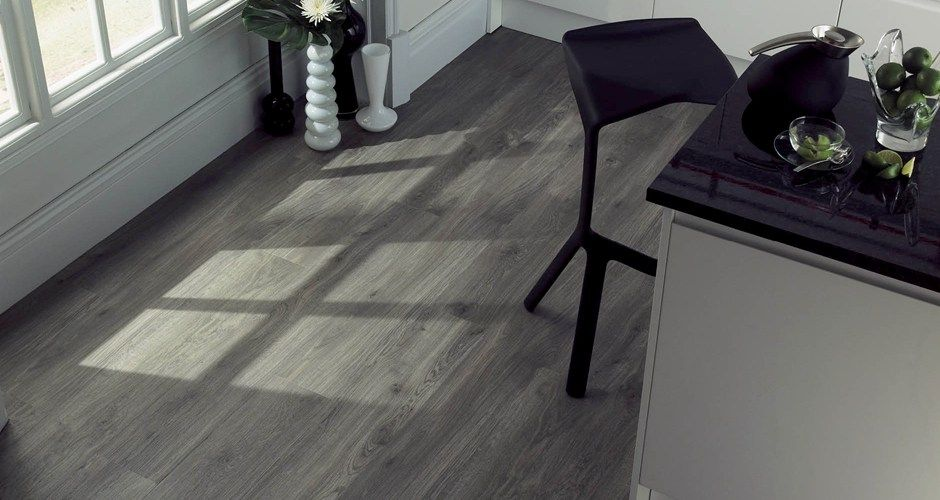 Wood flooring weathered oak in a kitchen decor for Grey bathroom laminate flooring