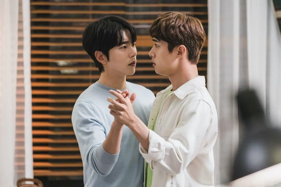 "Hwang Jung Eum Guides Yoon Hyun Min And Seo Ji Hoon In Awkward Dance Session On ""To All The Guys Who Loved Me"""