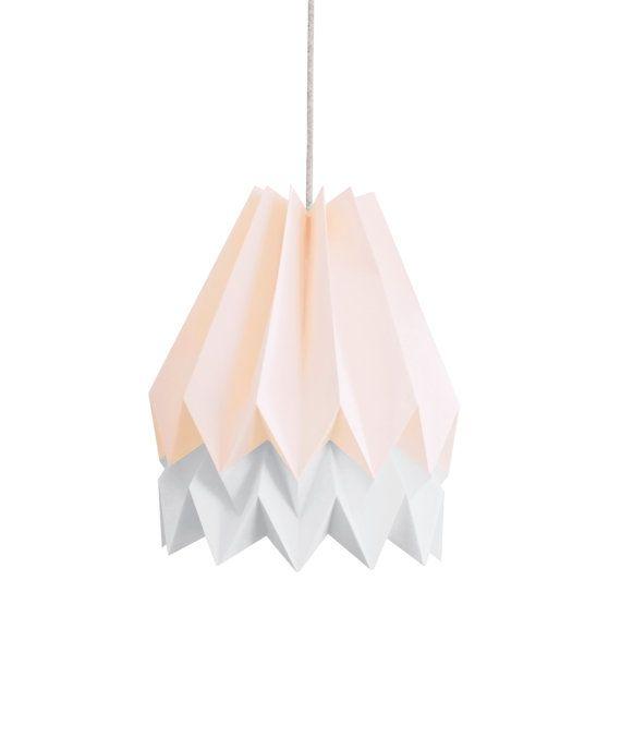 Orikomi est un abat jour léger en papier de haute qualité créé et