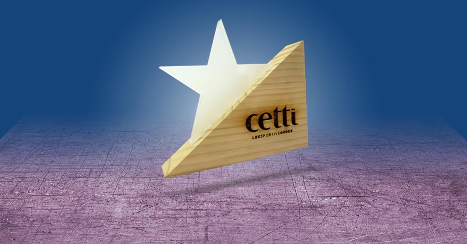 Cetti display en metacrilato, madera y serigrafía.