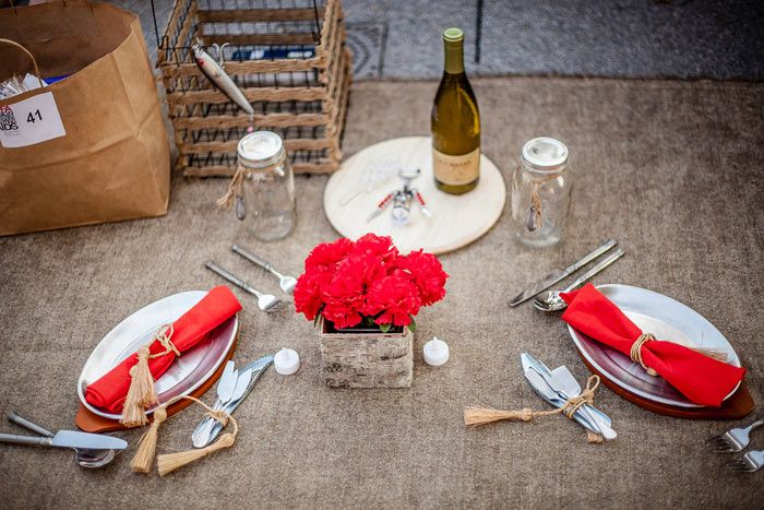 P A Href Http Www Alicjatruesdalehome Com Alicja Truesdale Home A Went Simple With Pops Of Red Against A Rustic P With Images Summer Party Picnic Summer Parties