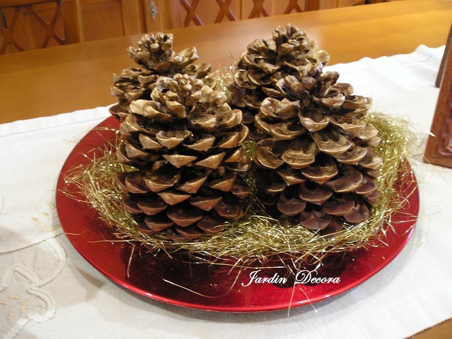 Centro de mesa navide o con pi as y hojas secas buscar for Centros de mesa con pinas