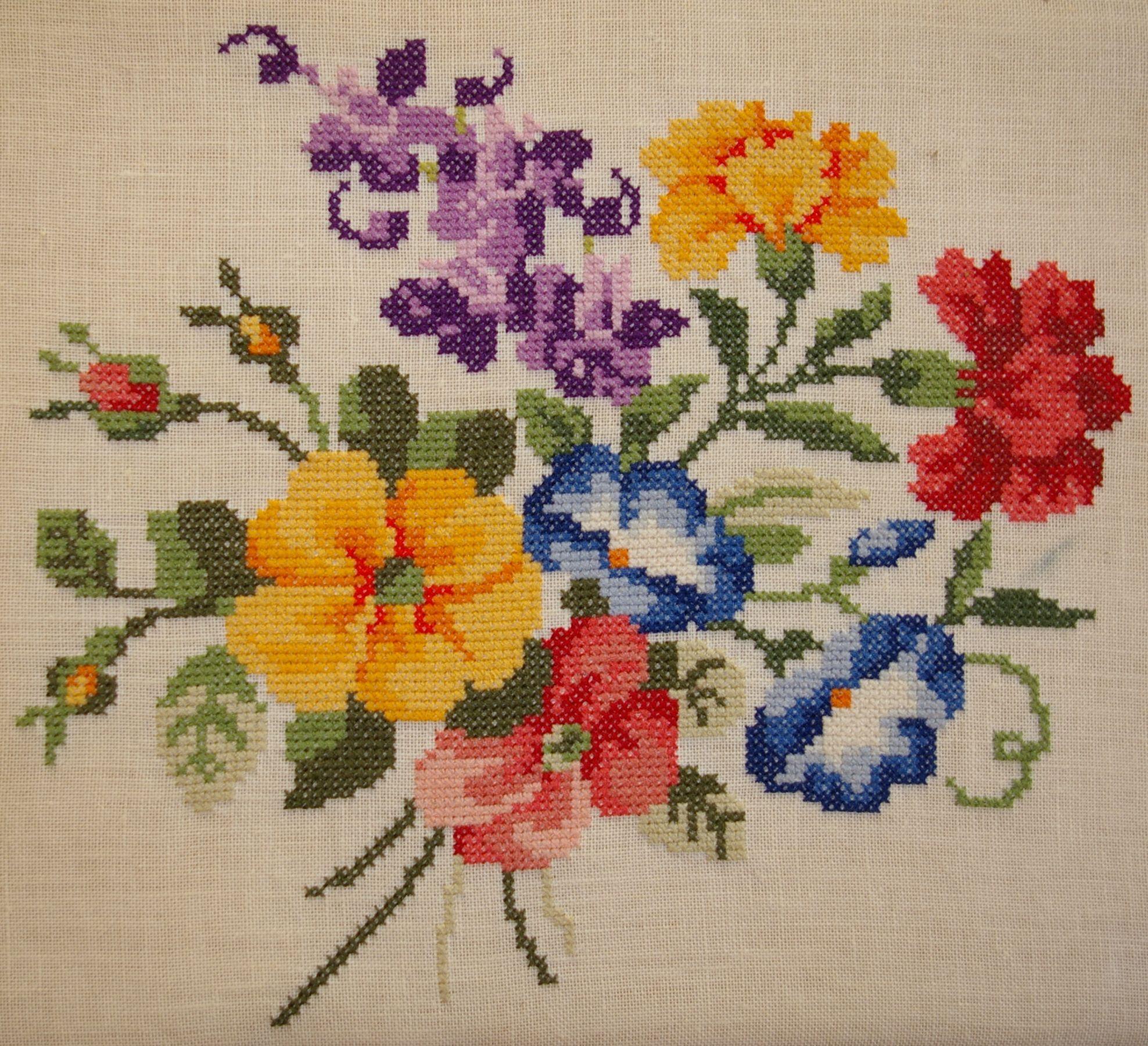 Arreglos Florales Patrones De Punto De Cruz Patrones De Puntos Cinta De Seda Venado Vestidos De Ganchillo Bordado Grecas Esquina