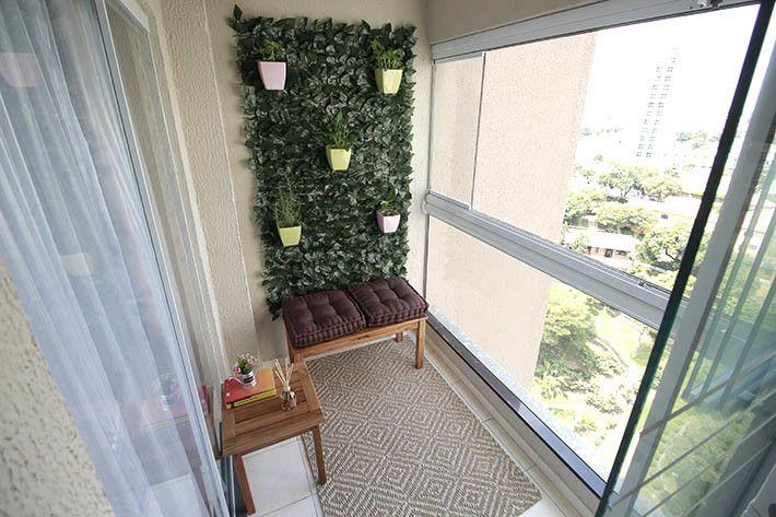 Jardim vertical: mais verde para pequenos espaços! A falta de espaço é presente em muitos apartamentos, mas isso não pode ser desculpa para não acrescentar aos seus ambientes um jardim vertical e trazer um ar mais puro para o seu lar. Veja as dicas clicando na imagem!