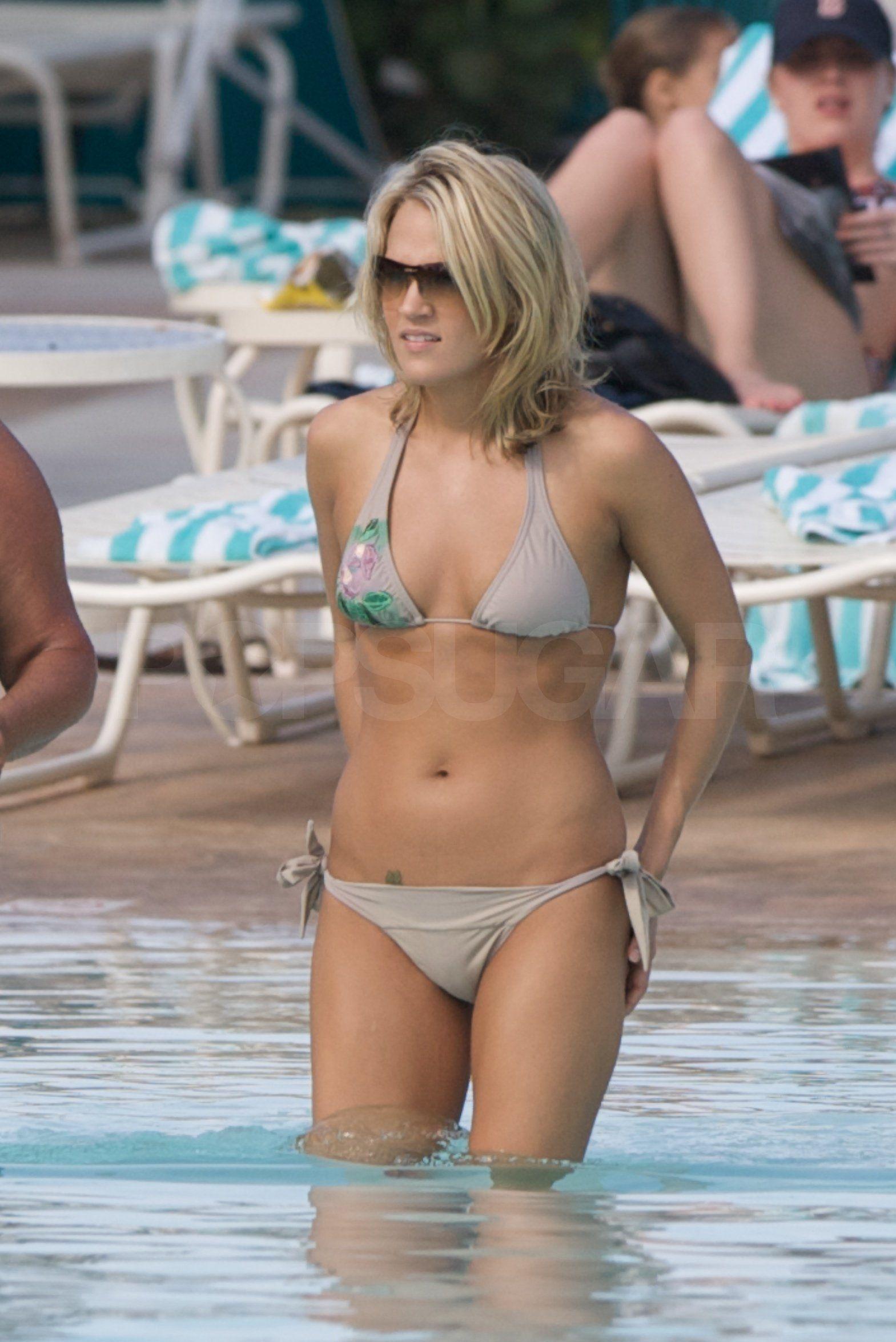 Carrie underwood new bikini pics