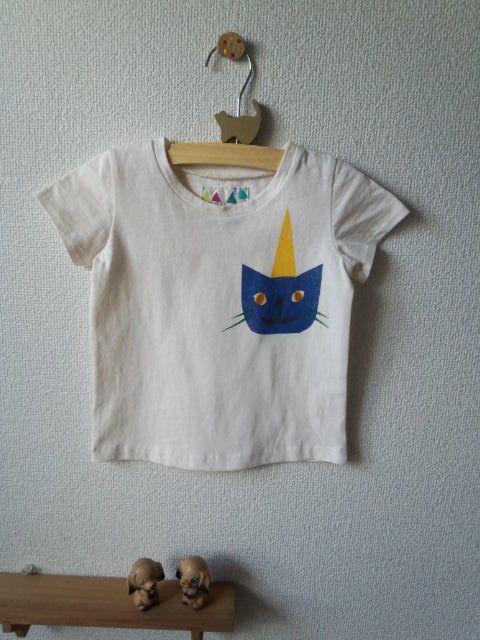 ノイエールのコドモフクです。かわいいTシャツできました~★とんがり帽子の猫さん。サイズ:90素材:綿ポリ混紡カラー:生成り手作業でのプリントですので色むらなど...|ハンドメイド、手作り、手仕事品の通販・販売・購入ならCreema。