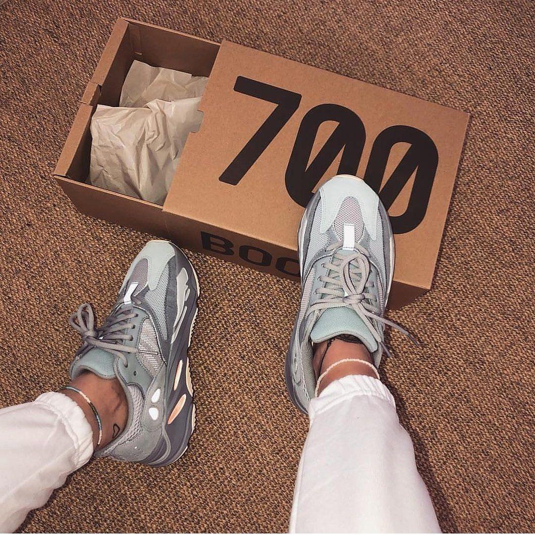80 yeezy 700