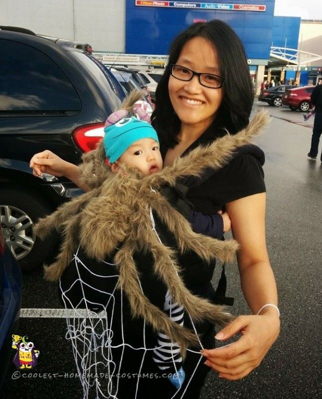 Cool Baby and Mom Costume - Spider and Web Cool baby, Mom and Spider - mom halloween costume ideas