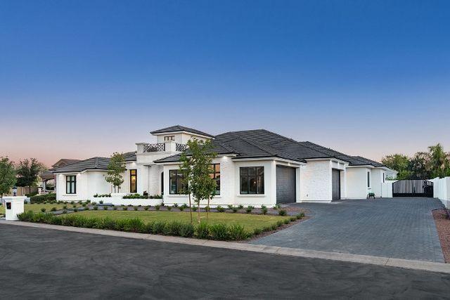 Custom Single-story Home (Home Bunch - An Interior Design  Luxury