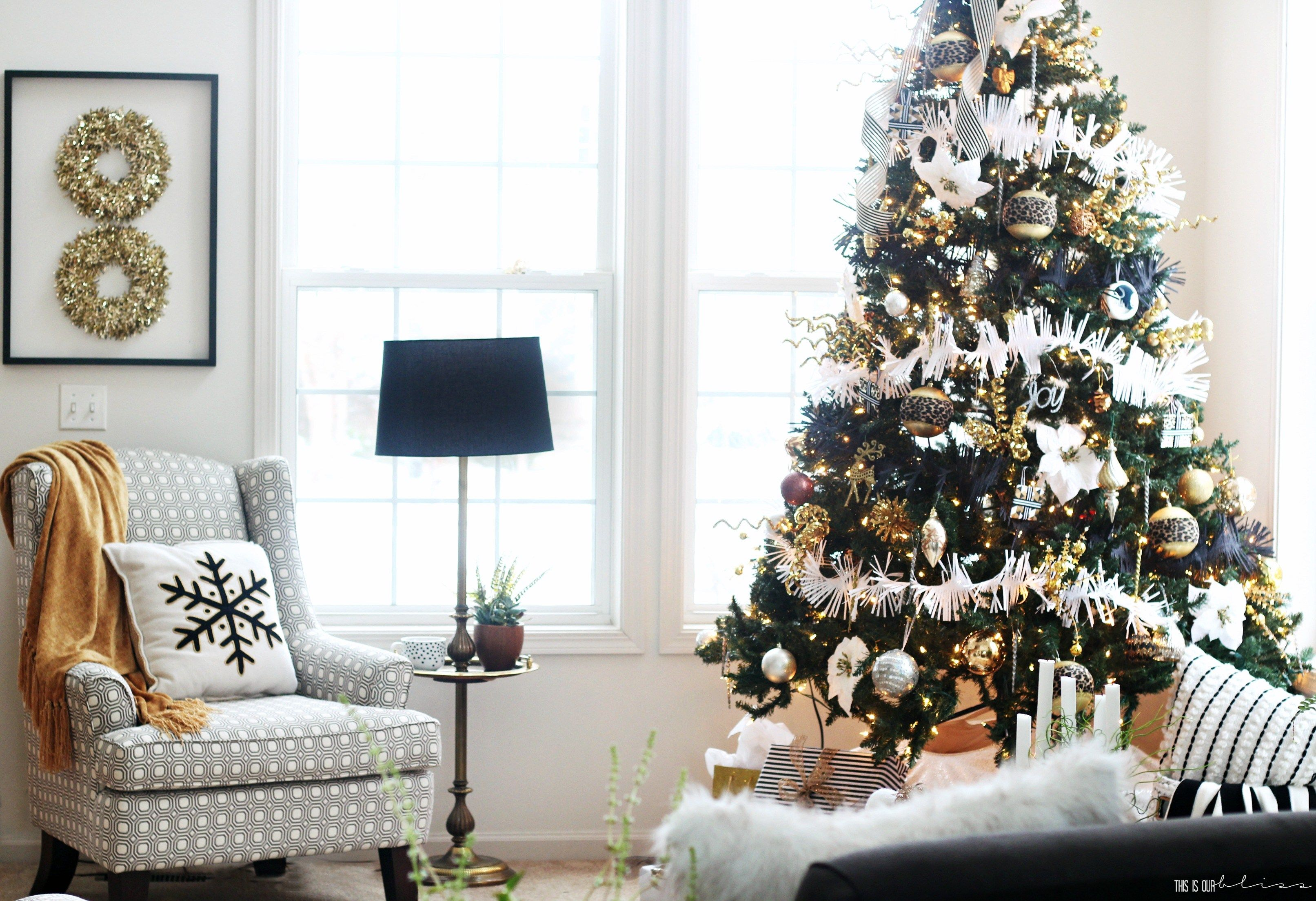 Bold Neutral Glam Christmas Tree in the Living Room | Christmas tree