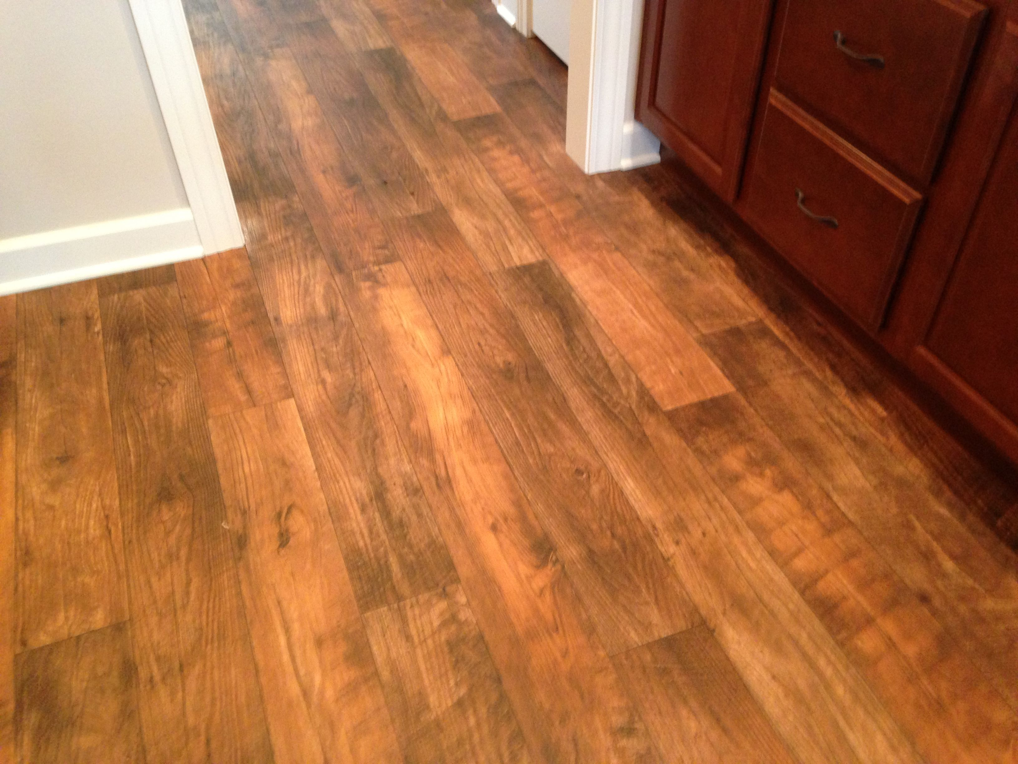 wood look linoleum floor in Delagrange's Dalton Cottage II