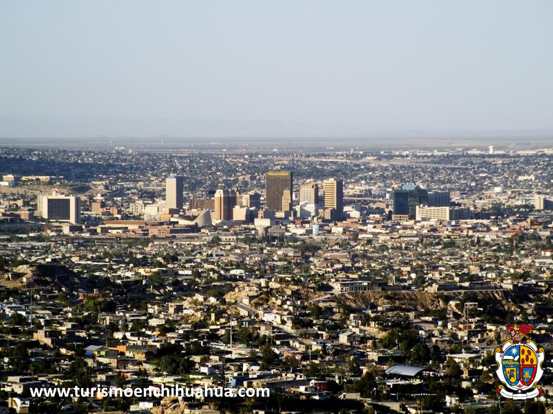 El Paso Texas y Ciudad Juárez por su gran historia son ciudades hermanas. Esta panorámica está tomada desde  nuestro mirador de Ciudad Juárez donde apreciarás las colonias fronterizas de un lado y del otro los grandes rascacielos que circundan la ciudad. Ven a conocer junto con tu familia en tus próximas vacaciones esta hermosa ciudad. #ciudadjuarez