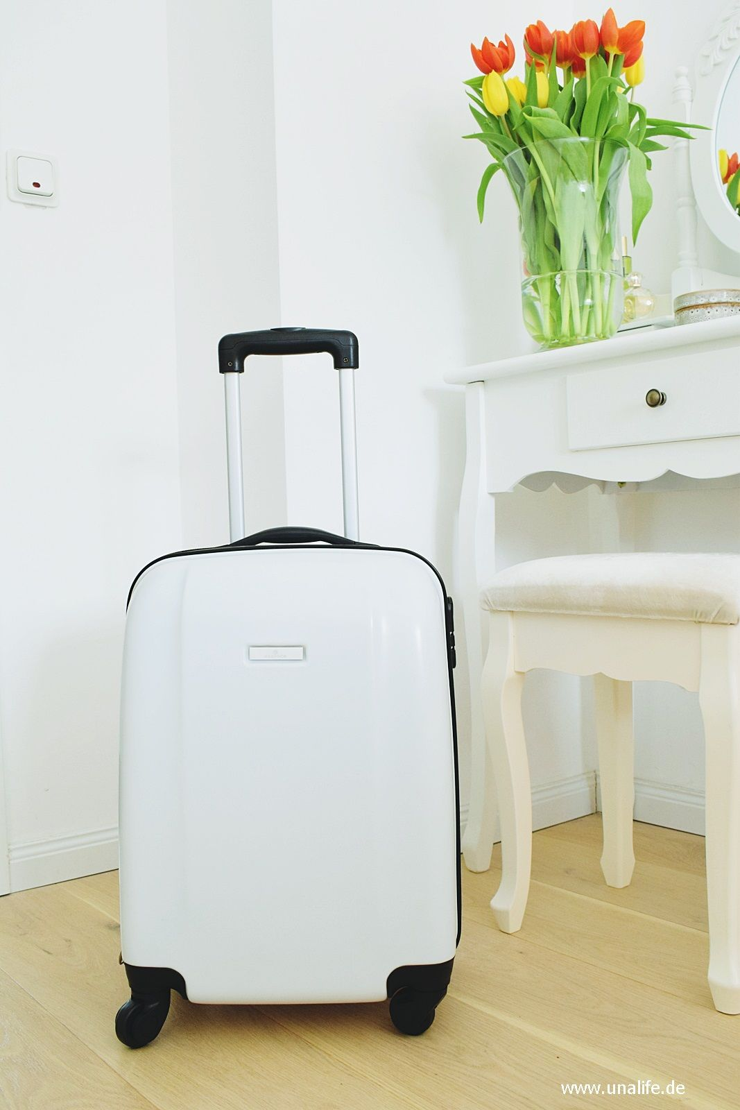 Neuheiten von Essence- ein Koffer voll mit Essence Produkten
