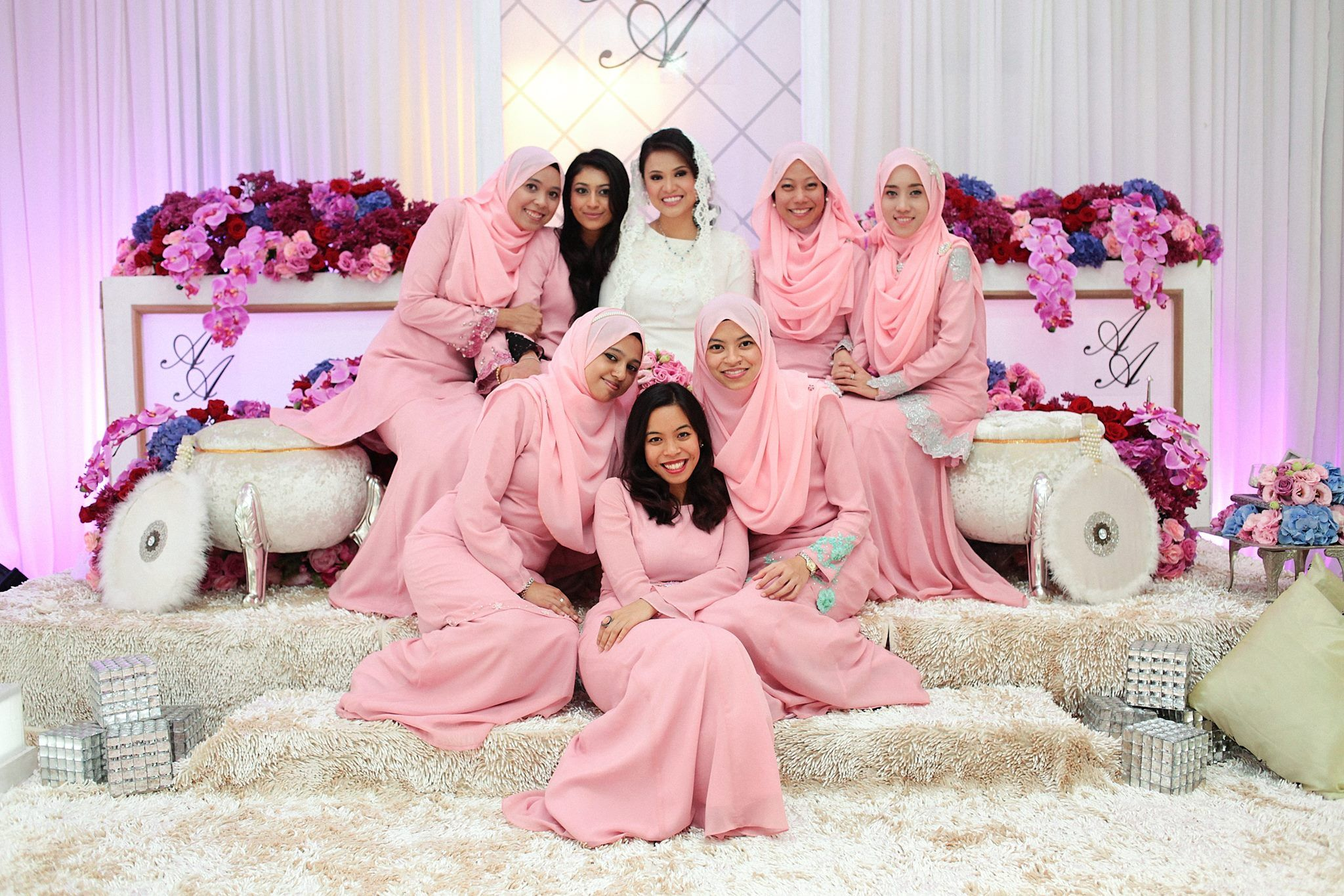 malay wedding the bride & the bridesmaids in pastel pink afnan omAR photography