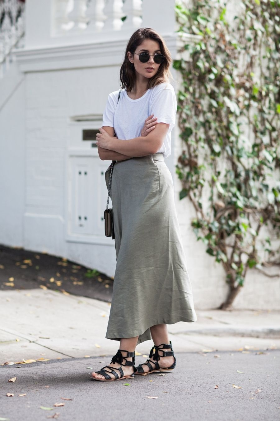 15 Ways To Style Your White T-Shirt