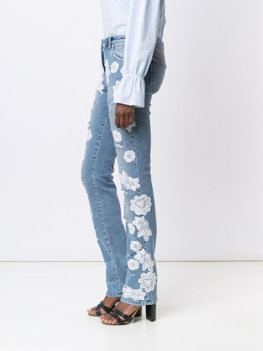 70c1a60bcce07 Blumarine Calça jeans com aplicações de renda