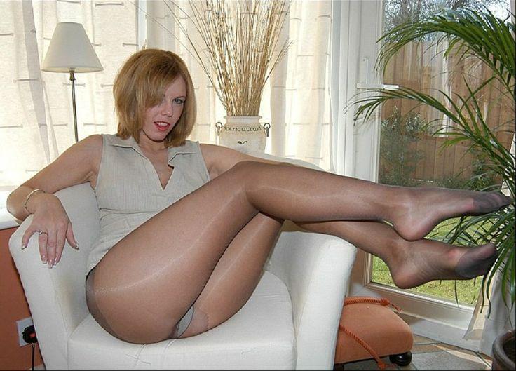 F mature pantyhose shots the