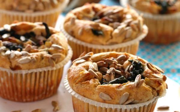 Oppskrift på Muffins med kesam, spinat og solsikkefrø / TINE