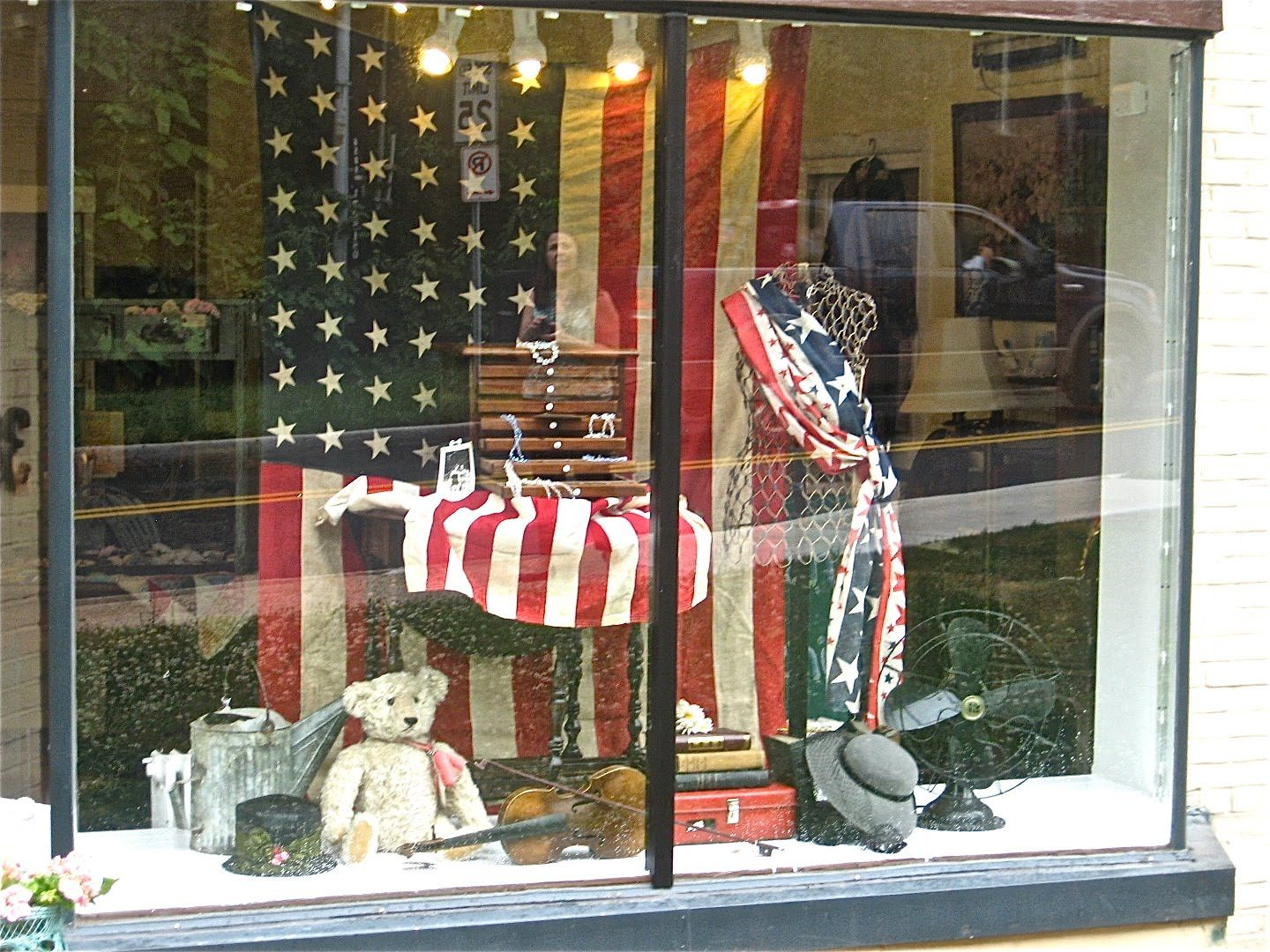 Fourth of july retail window display wanted to share for Retail store window display ideas