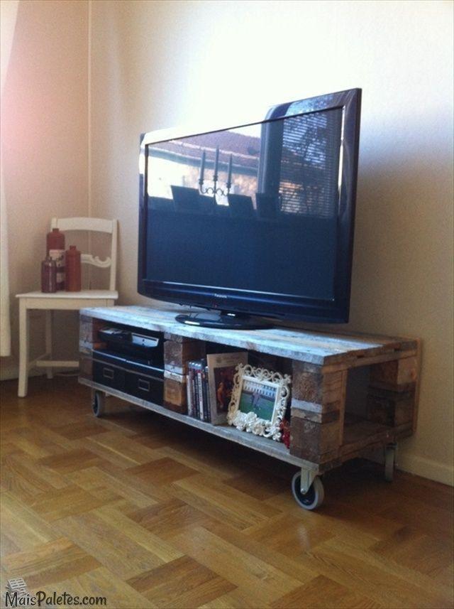 Movel para televisão feito com paletes