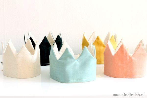 Kroon speelgoed oker katoen. Cotton crown to celebrate your childs birthday!