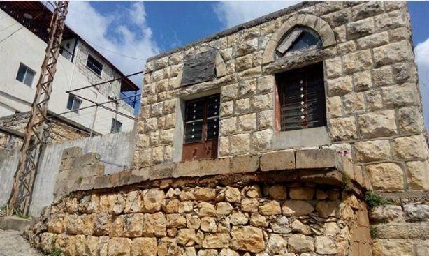 من البيوت القديمة في بلدة عبا جنوب لبنان تصوير تغريد ترحيني Old House In Ebba South Lebanon Photo Credit To Taghreed Tarhin House Styles Old Houses Mansions