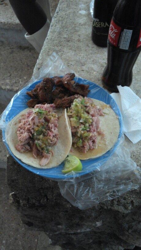 Tacos de carnitas en el polilla de cancun
