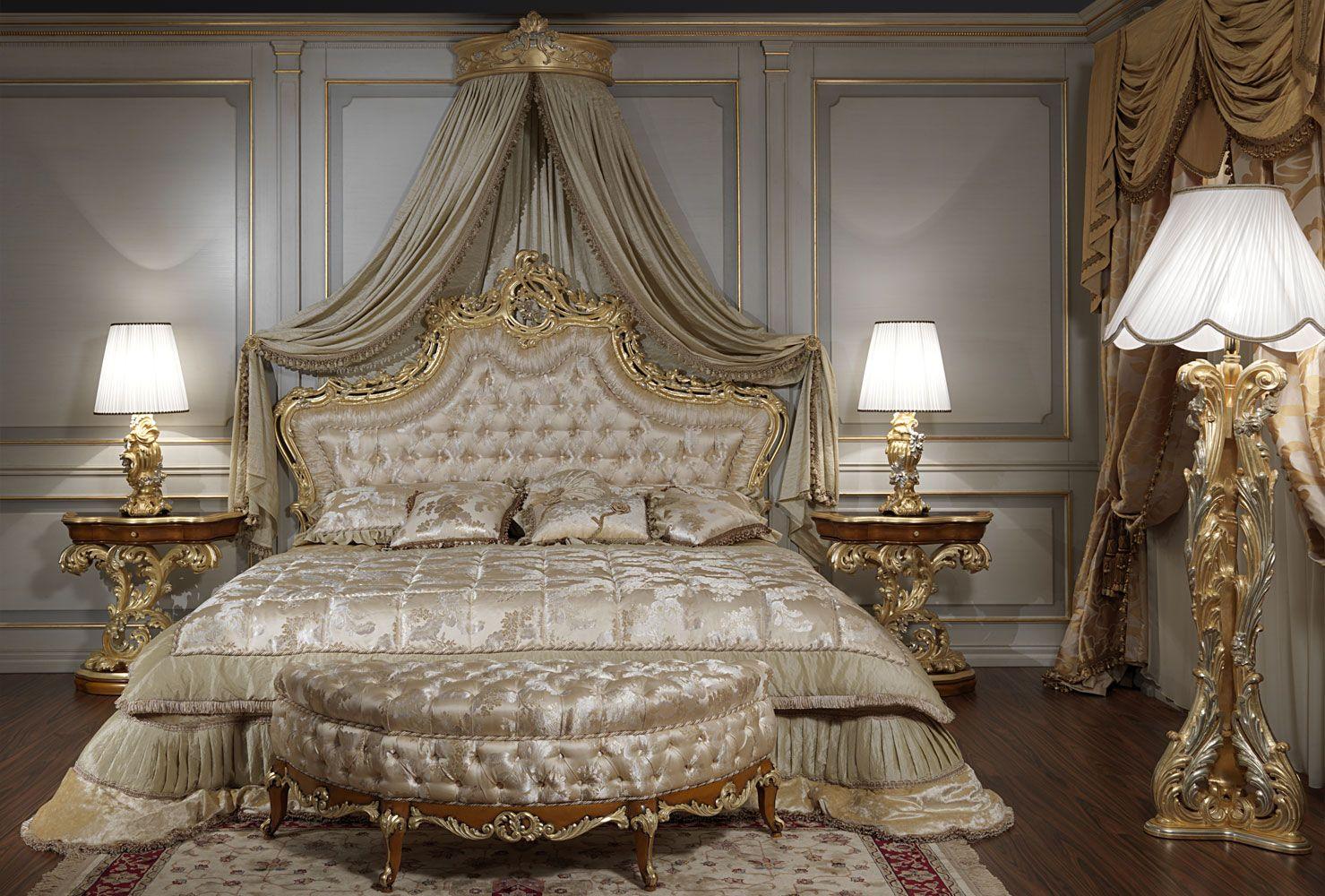 Camera da letto classica di lusso in stile barocco romano ...