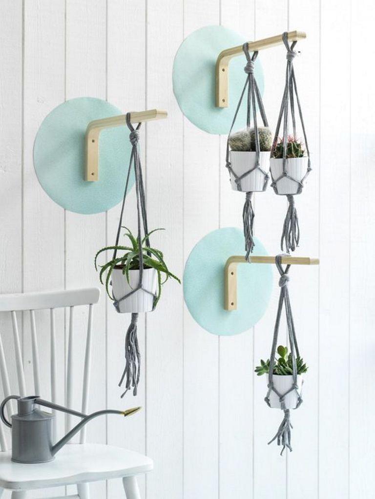 Soportes Para Colgar Macetas En La Pared Un Taburete Mas De 30 Ideas Plantas De Interior Ikea Exterior