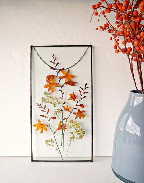 Gepresster orange grüner Blumenrahmen ist eine Kunstdekor- und Blumentrendinggeschenkidee der großen Wand. Schwimmende Blume Wandbehang Doppelglasrahmen