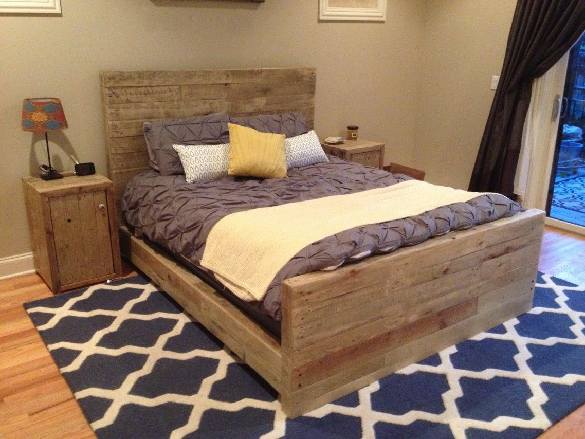 Diy queen size bed frames designs with artistic reclaimed for Pallet bed frame with side tables