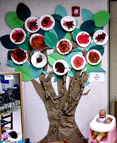 Teaching 2 and 3 Year Olds: The Apple Pie Tree.  Visit this blog for this and more wonderful ideas!  teaching2and3yearolds.blogspot.com