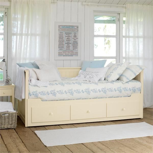 new england inspired day bed perfect for summer houses ikea daybed