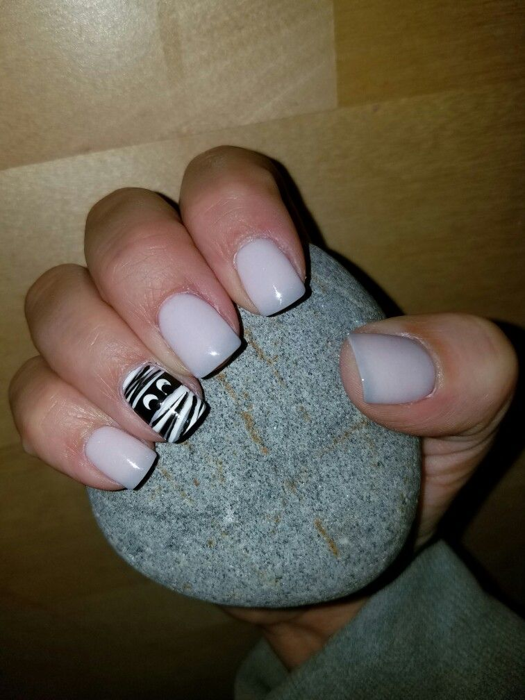 mood changing SNS nails gray & light pink. cute mummy for ...
