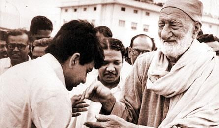 Indian Film Star From Peshawar Dlip Kumar With The Peshawar Legend
