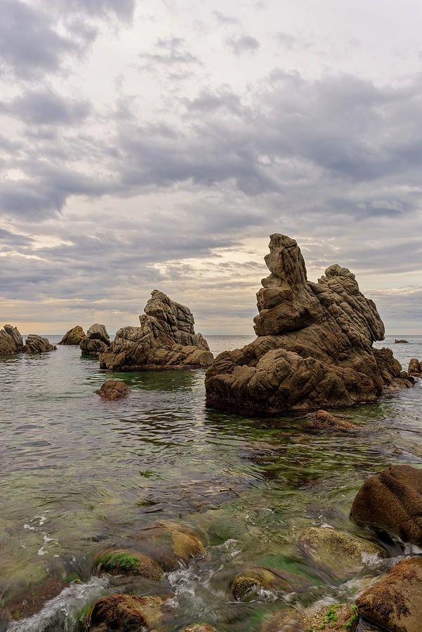 Formaciones rocosas de la cala dels frales en Lloret de Mar