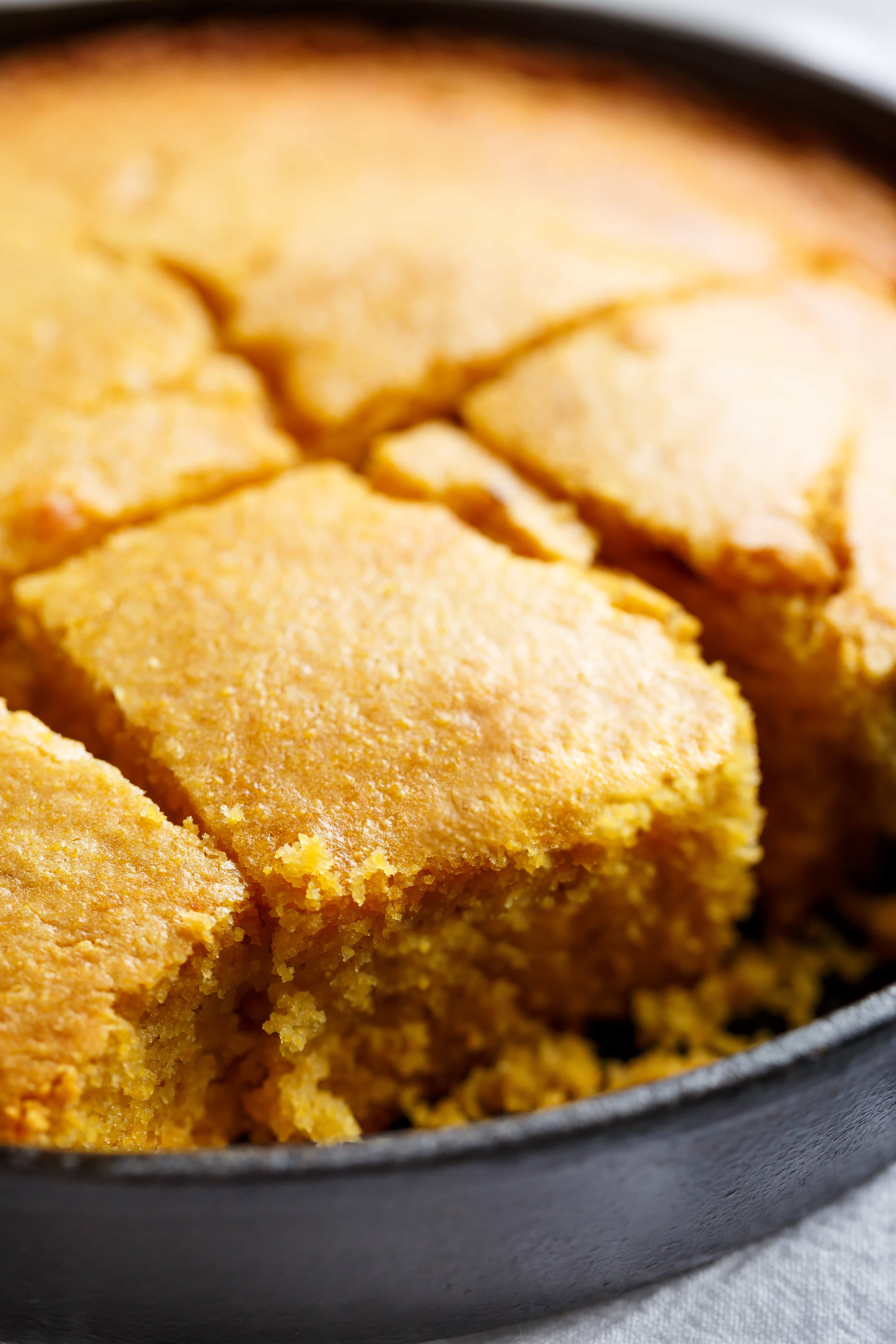 Easy Buttermilk Cornbread With A Hint Of Honey Is The Perfect Side To Chili S Soups Or Stew Sweet Cornbread Corn Bread Recipe Easy Buttermilk Cornbread Recipe