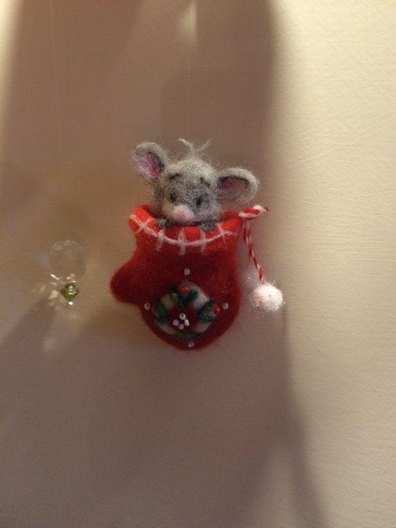 Ähnliche Artikel wie Nadel Filz Maus rot Fäustling Weihnachten Dekor Mobile #needlefelting