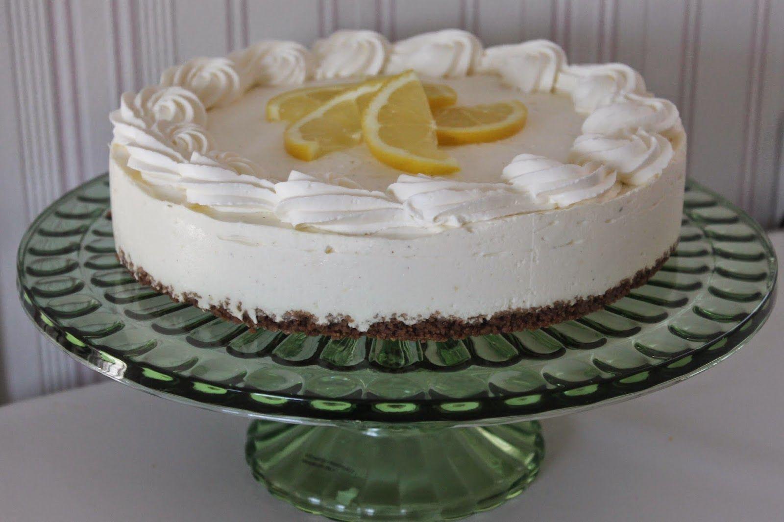Lempeä sitruuna-vaniljajuustokakku (24cm)