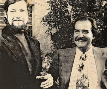 Julio Cortázar y Carlos Fuentes. Dos grandes de la literatura plasmados en una fotografía.