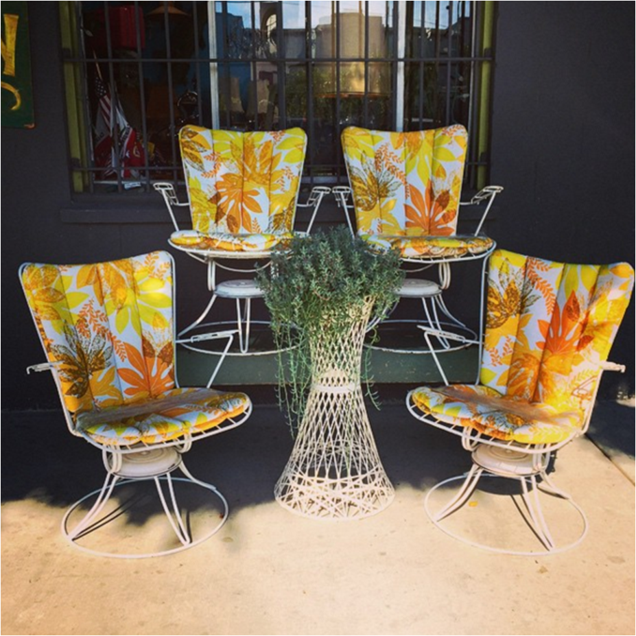 These Vibrant Vintage Homecrest Chairs Soak Up The Sunshine In