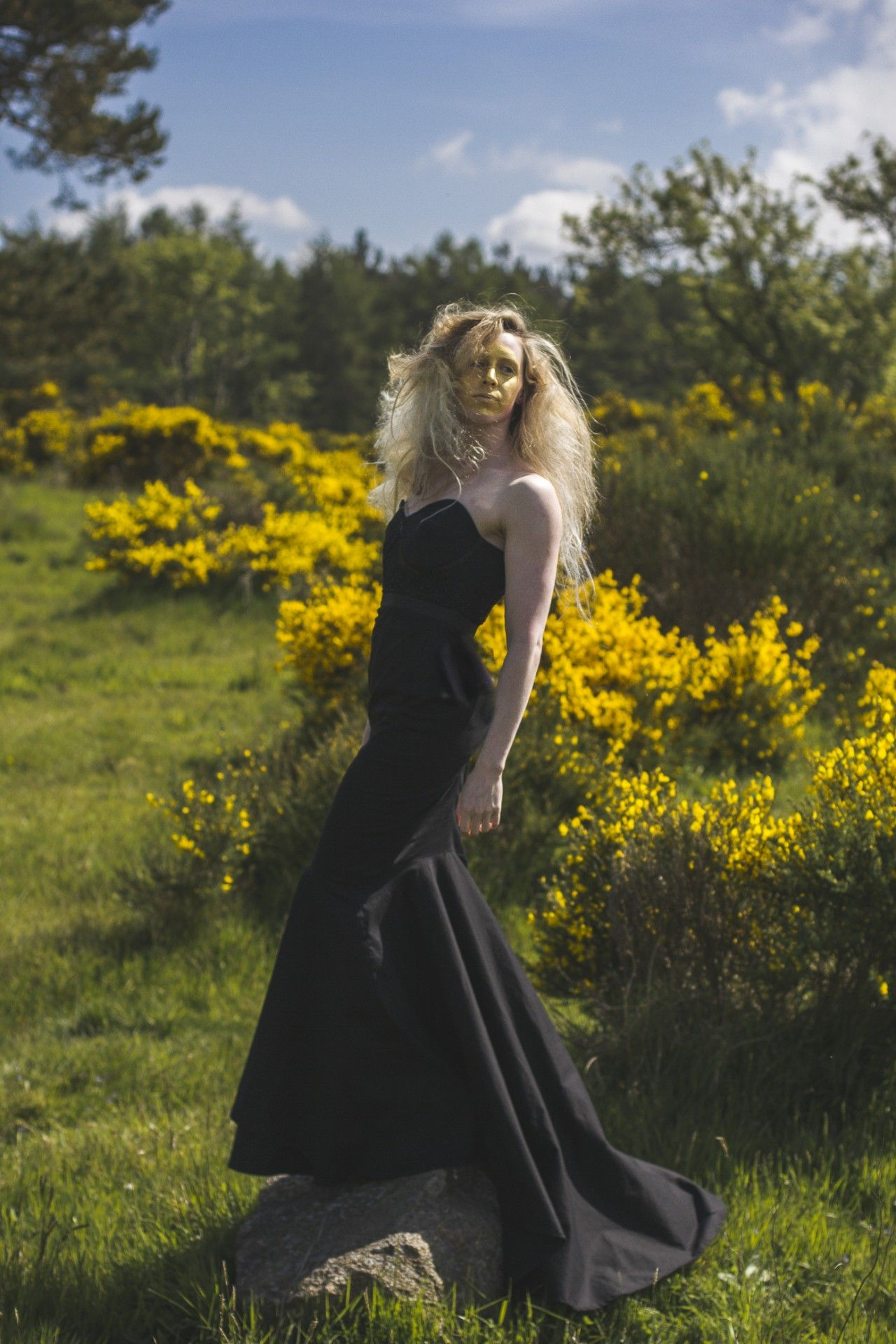 Fields of gold shoot Model: Hannah Miley Styling: Lynne McCrossan Hair and make-up: Molly Sheridan Photographs: Seb Singh Words: Ruth Walker