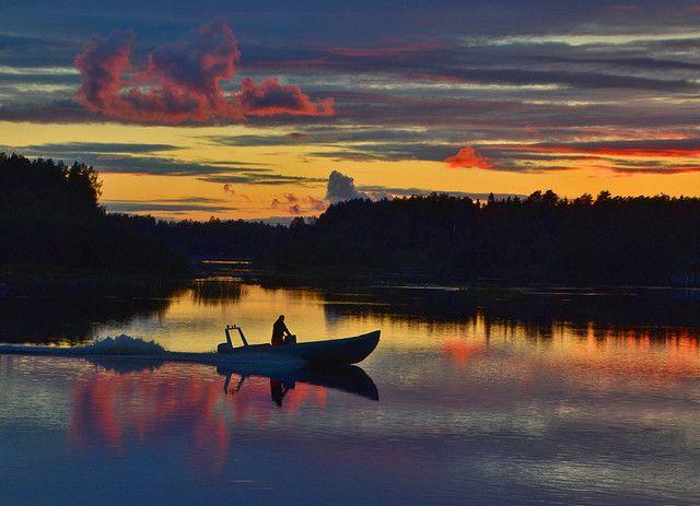 Fischer man in river Iijoki. Finland. Photo©Mauri Hietala