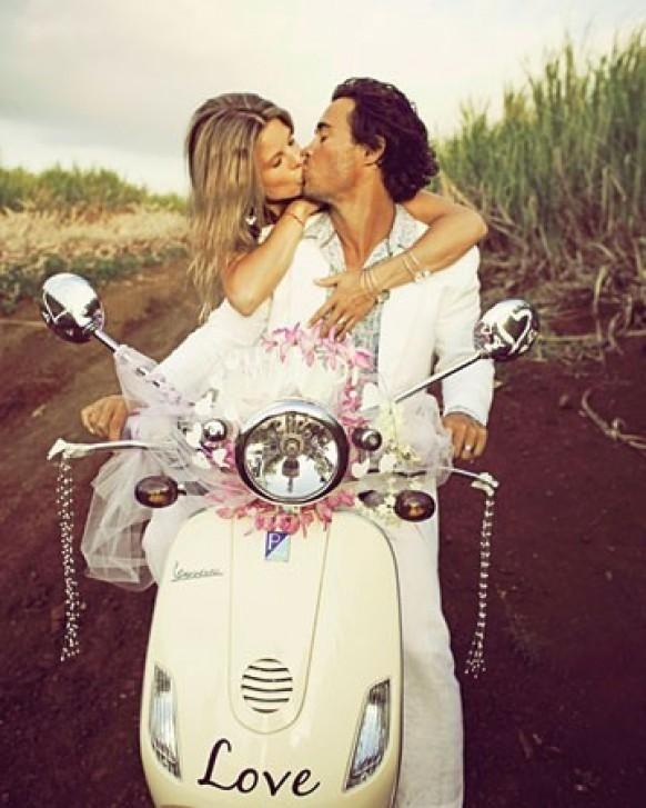Getaway vespa nach einer Hochzeit in Maui Hawaii
