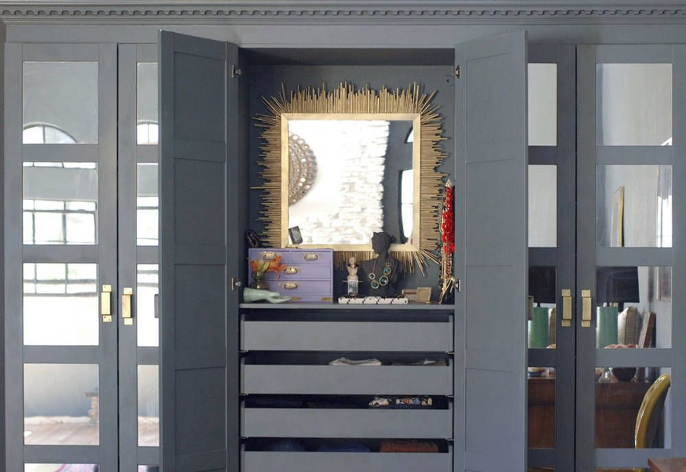 Domino's resident DIY expert — Jenny Komenda transforms the PAX wardrobe into a custom wardrobe and vanity in 6 steps.  1. Paint it! Using a minirol
