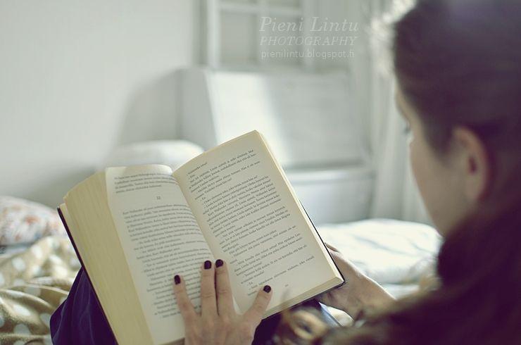 http://www.pienilintu.blogspot.fi/2014/07/falling-into-good-book-linky.html