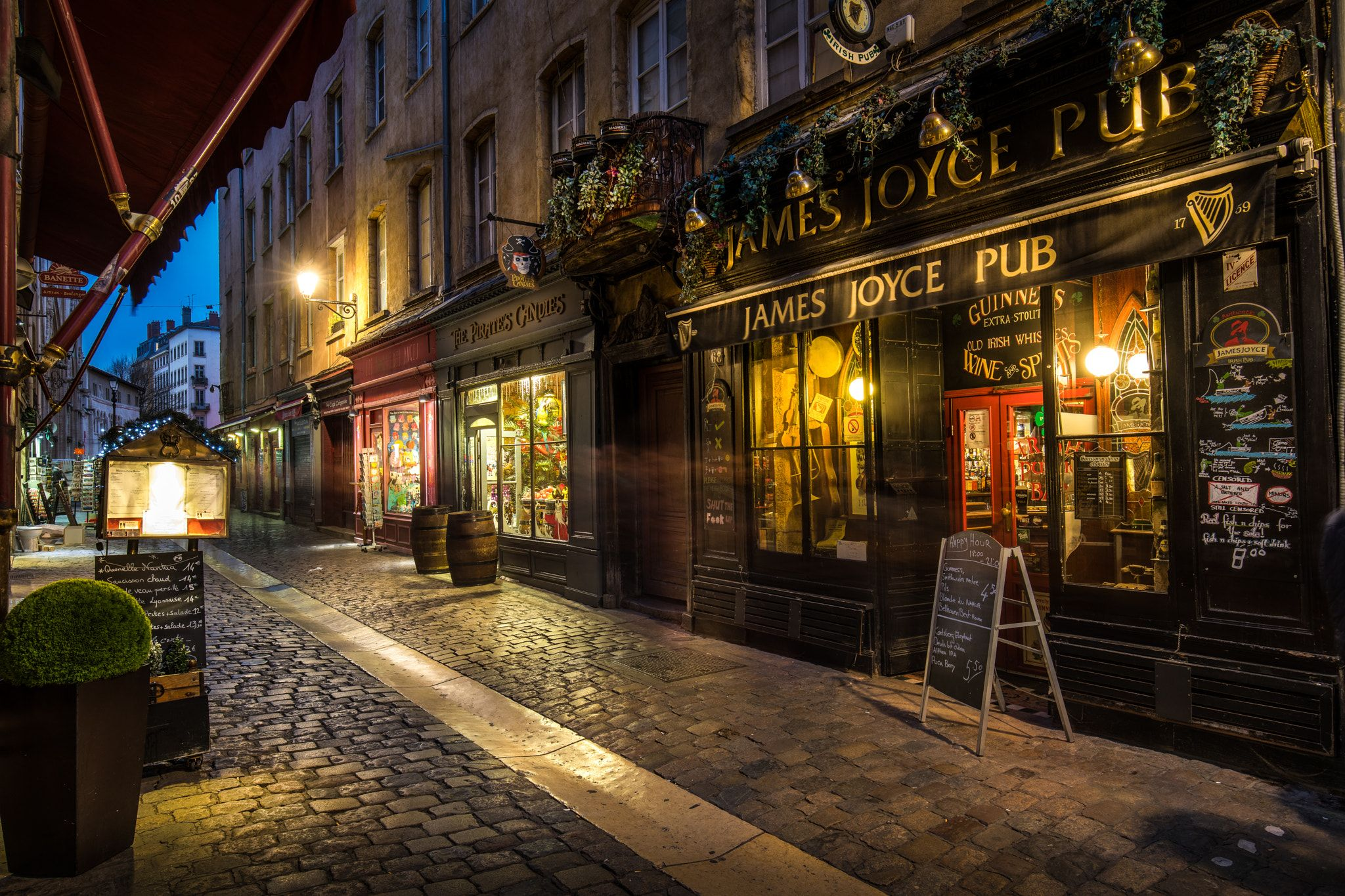 a4fd4de4b9f St-Jean street in the Old Lyon - Rue Saint-Jean dans le Vieux Lyon en début  de nuit.